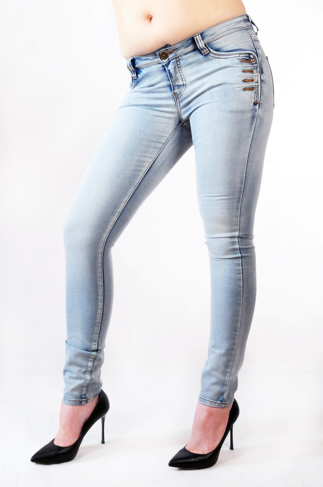 Джинсы со стильными карманами от дизайнеров Melrose®