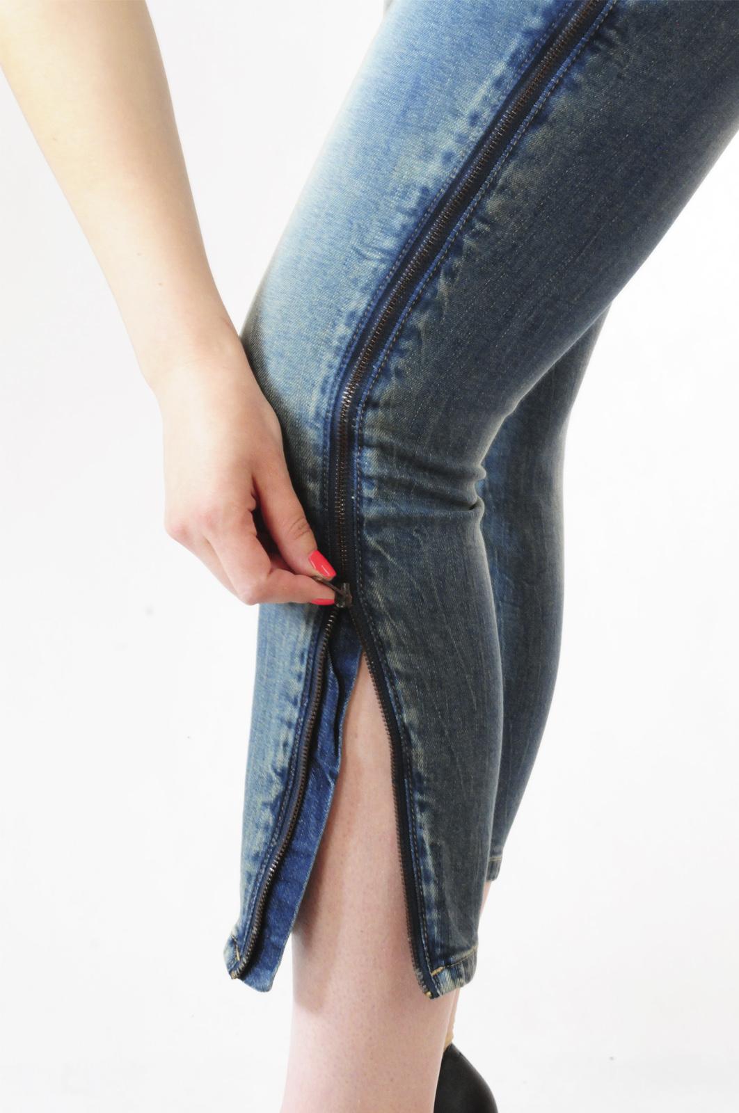 Джинсы со стройнящим эффектом и молнией на ногах от B.C.®
