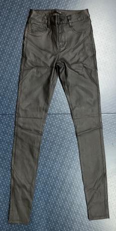 Джинсы женские VILA из черной ткани с блеском