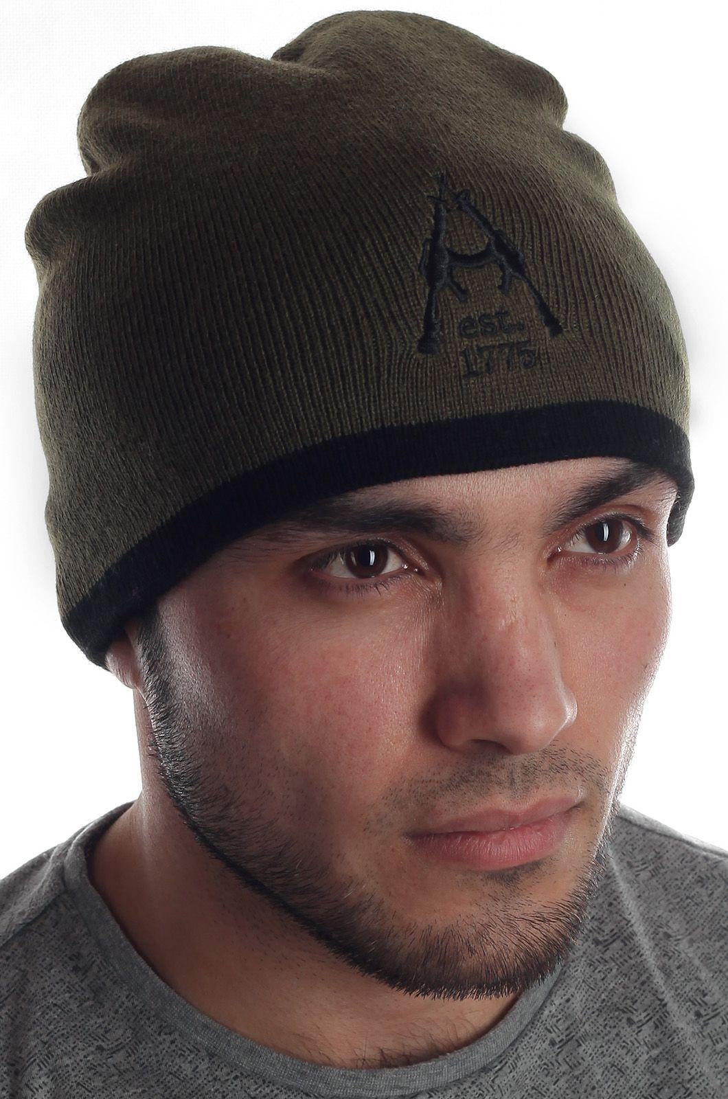 Элегантная базовая мужская шапка с лаконичной вышивкой