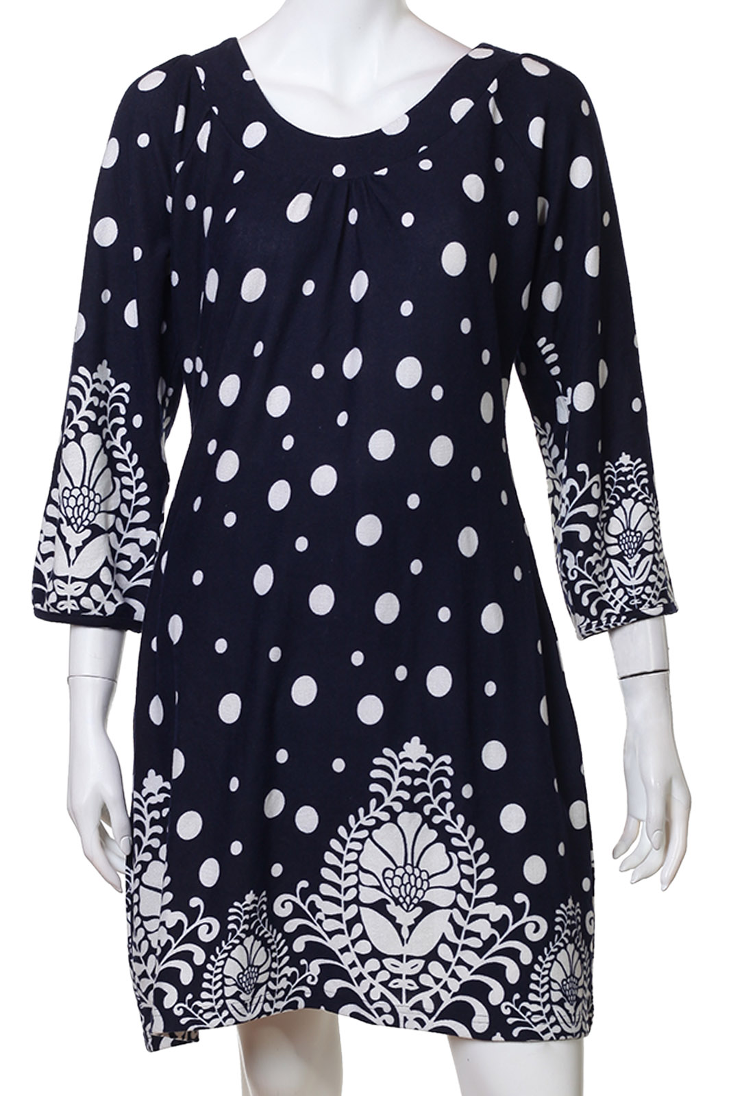 Элегантное черно-белое платье в точку