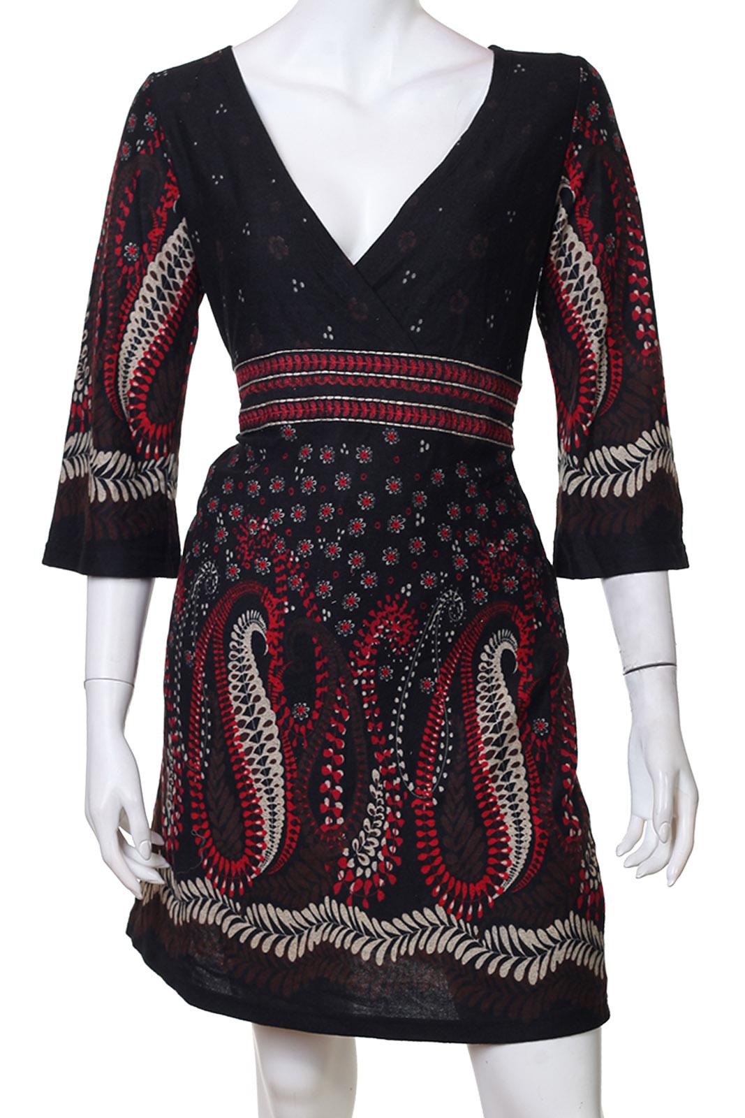 Элегантное приталенное черное платьице