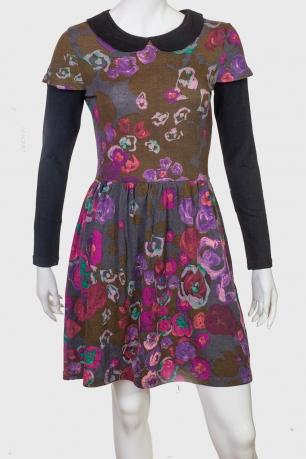 Элегантное приталенное платье с морским воротником