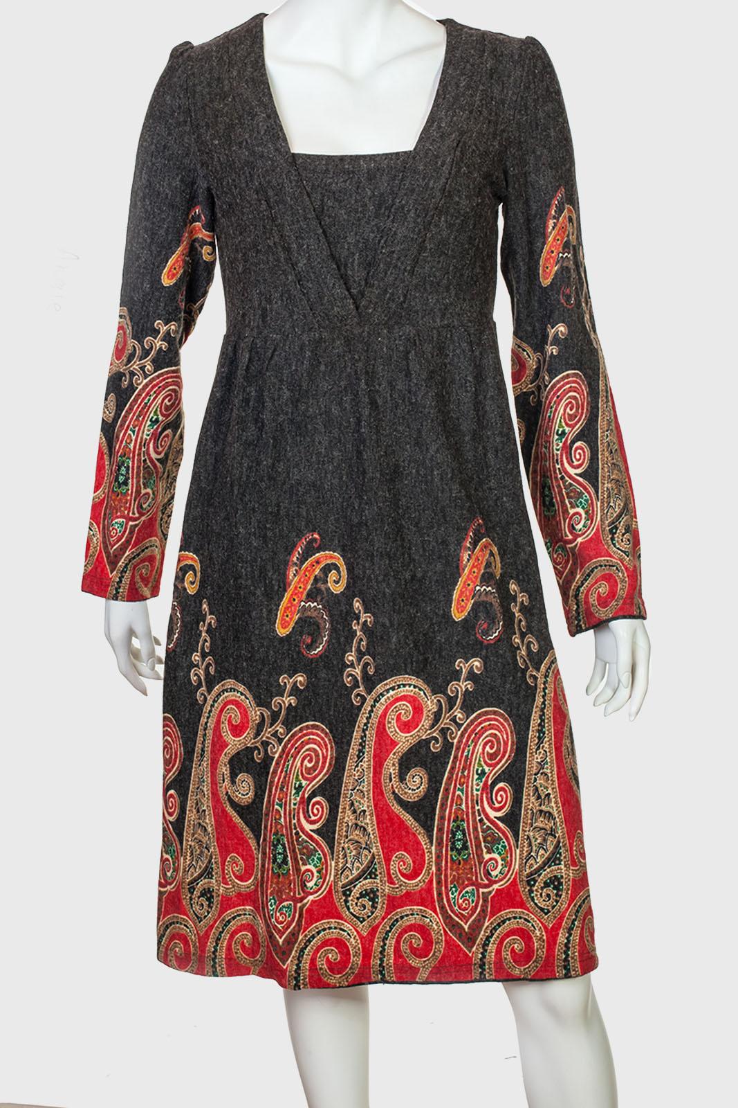 d4a3d84fae8 Элегантное темное платья с ярким принтом от Angie