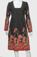 Элегантное темное платья с ярким принтом от Angie