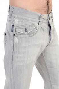 Фактурные мужские джинсы с декоративной заплаткой