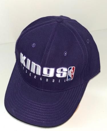 Фиолетовая бейсболка с вышивкой Kings