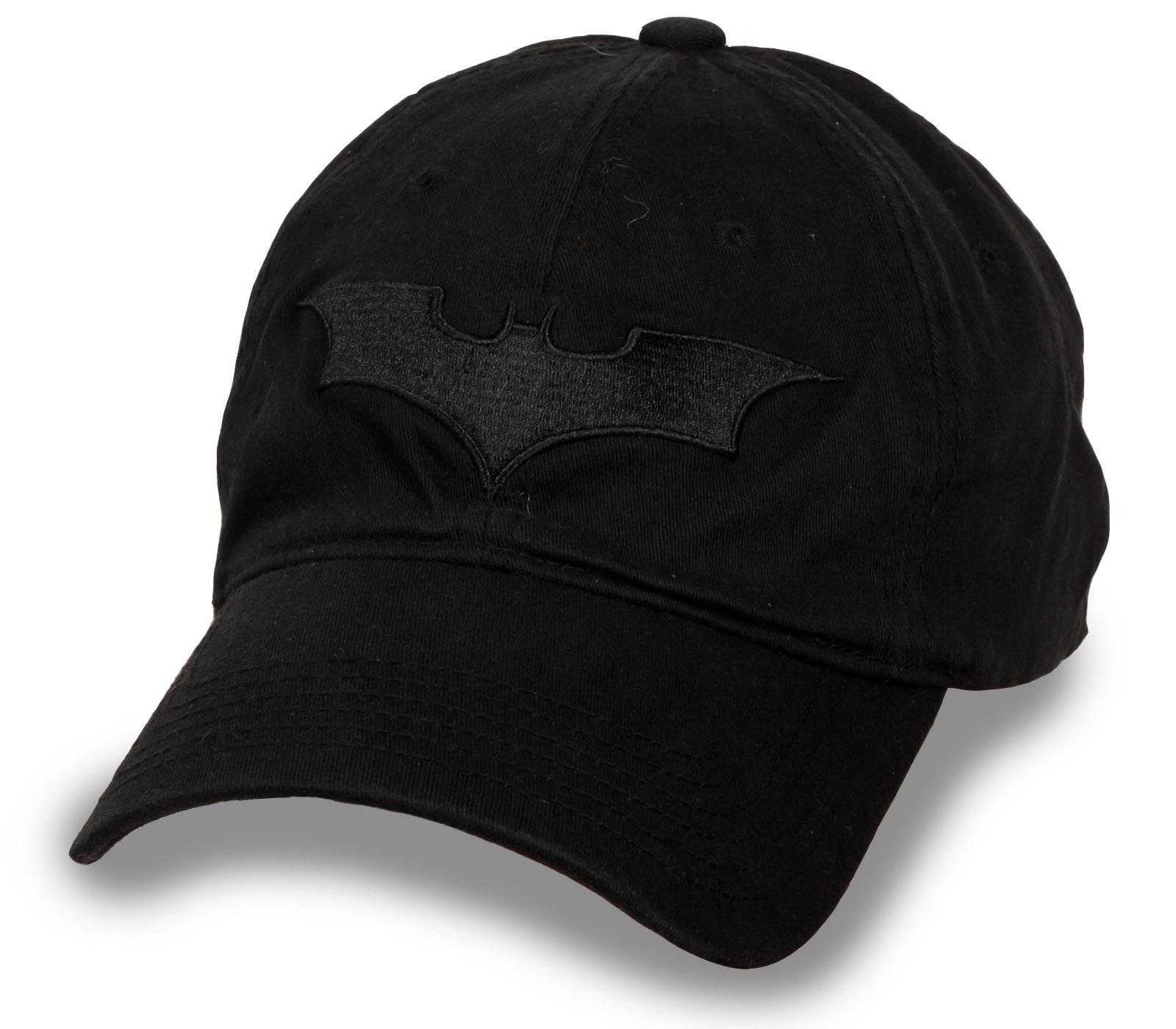 Фирменная черная кепка с эмблемой Бэтмена