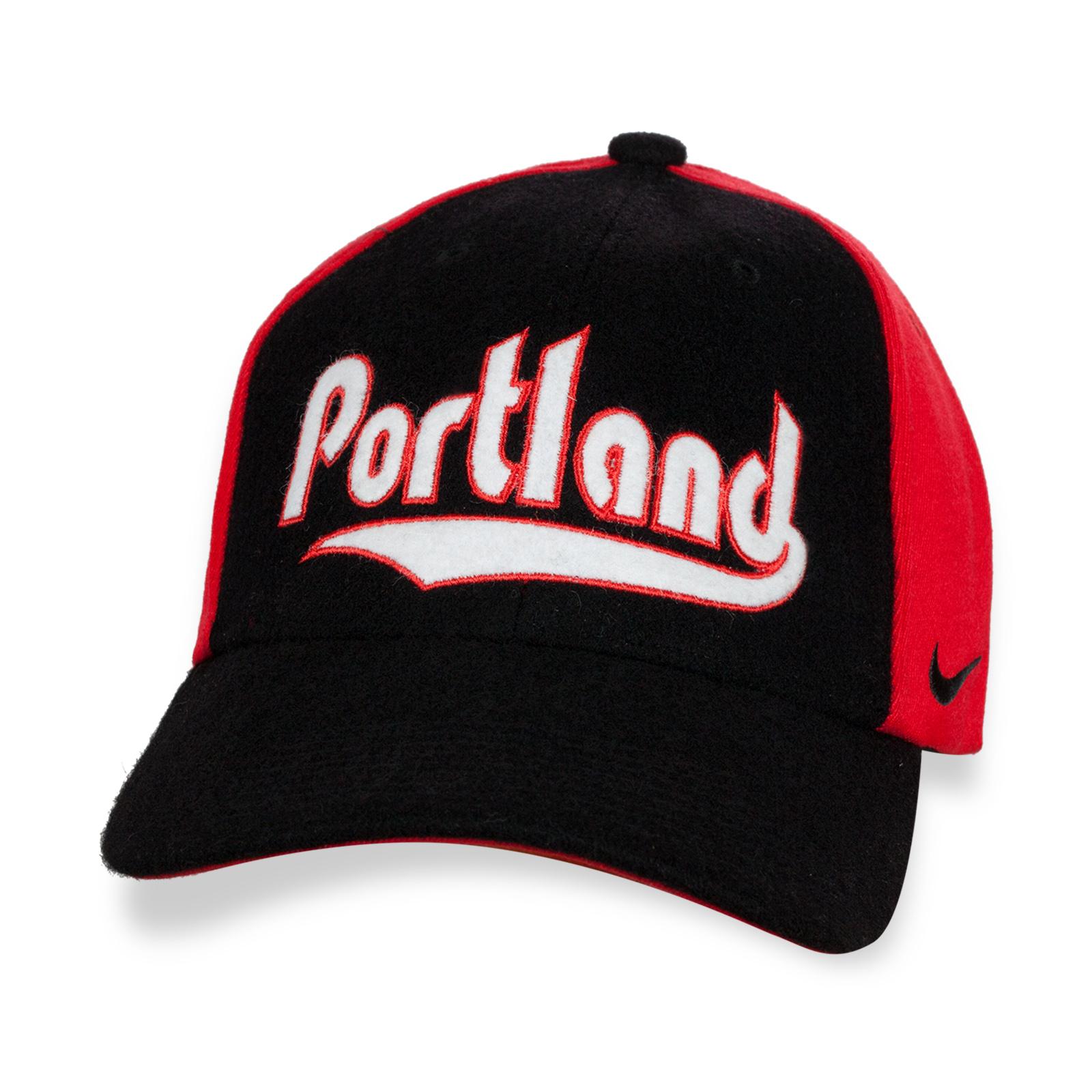 Фирменная кепка с надписью Portland.