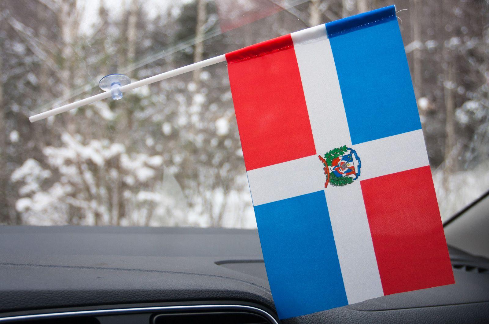 Флажок Доминиканской республики в машину