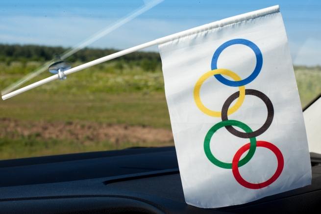Флажок Олимпийский в машину