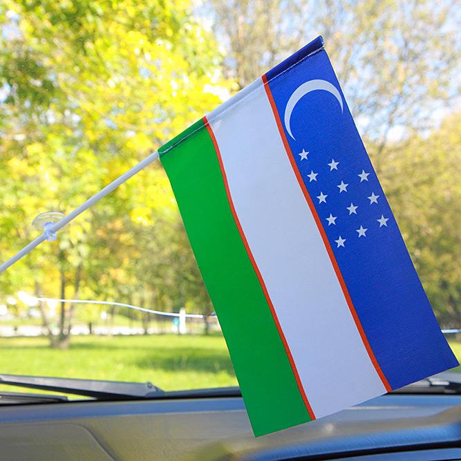Флажок Республики Узбекистан в машину