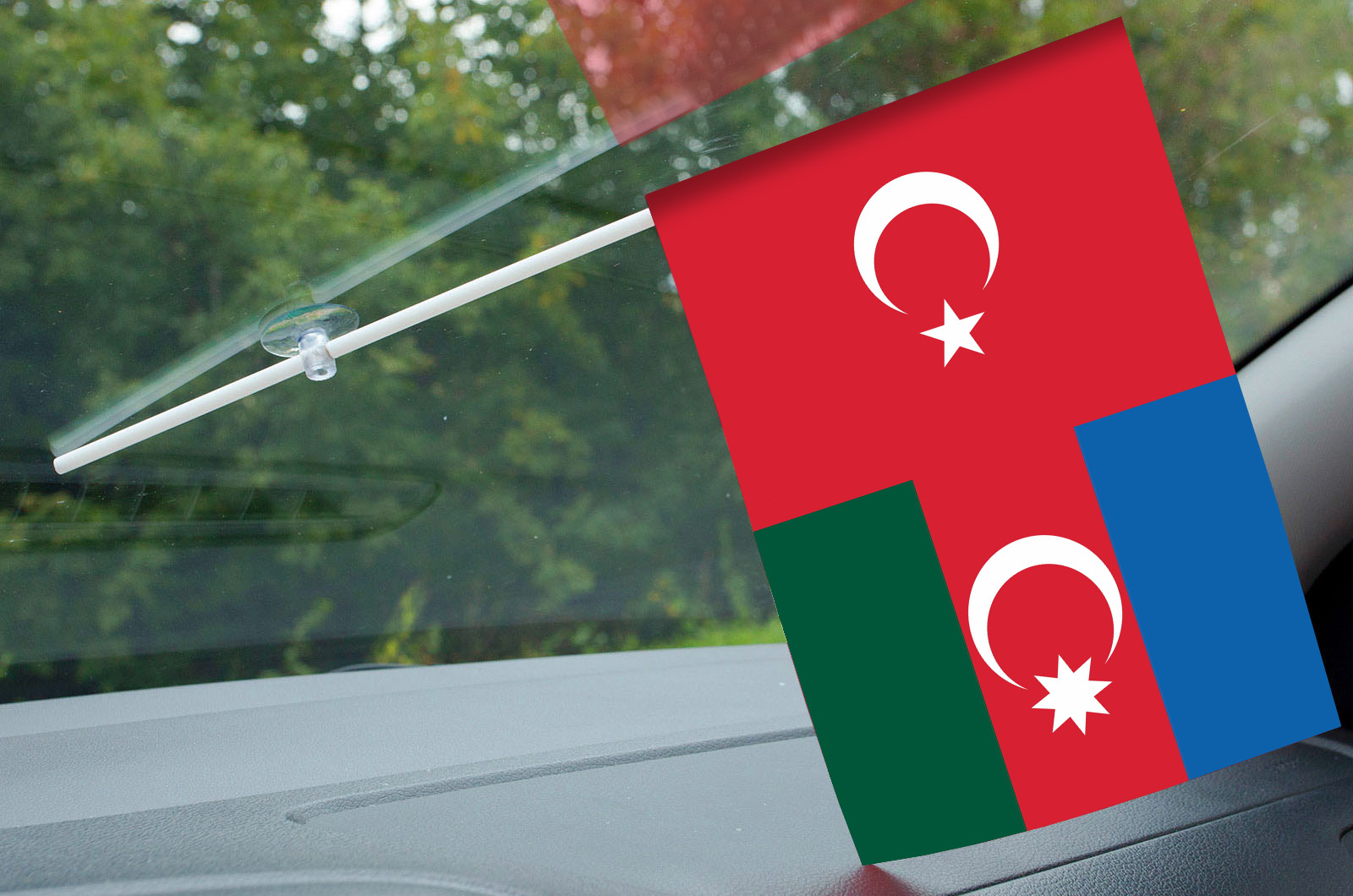 Маленький турецкий флажок на палочке