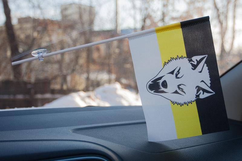 Флажок в машину с присоской «Сопротивление»