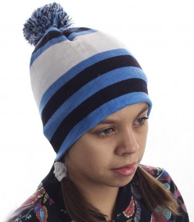 Флисовая детская шапка. Лаконичный дизайн разбавит веселым бомбон, а теплый материал не даст замерзнуть