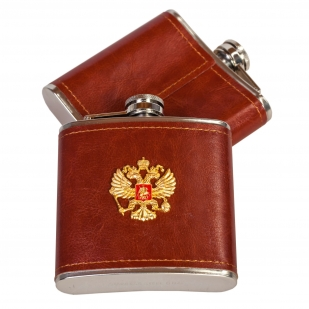 Фляжка патриота в кожаном чехле с гербом России.
