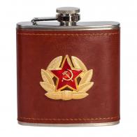 Сувенирная фляжка в кожаной оплетке с кокардой Советской Армии.