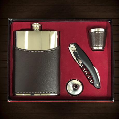 Настоящий мужской подарок – фляжка, стопка, воронка, мультитул.