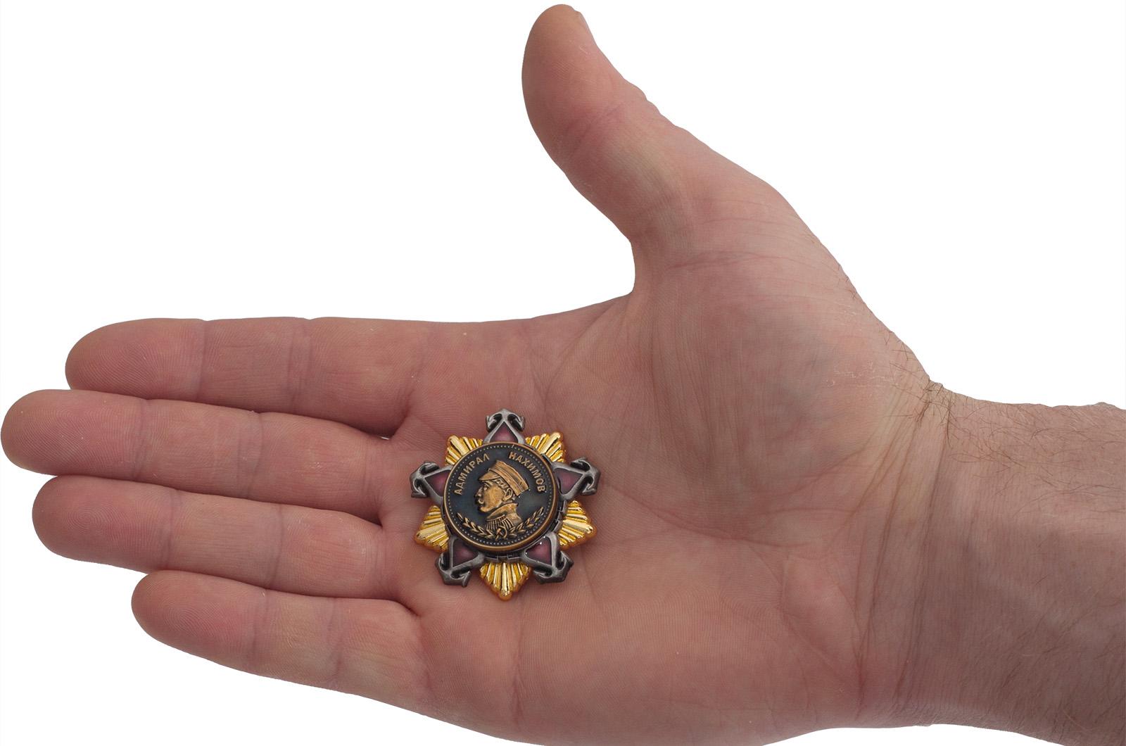 """Фрачный знак """"Орден Нахимова 1 степени"""" - вид на ладони"""