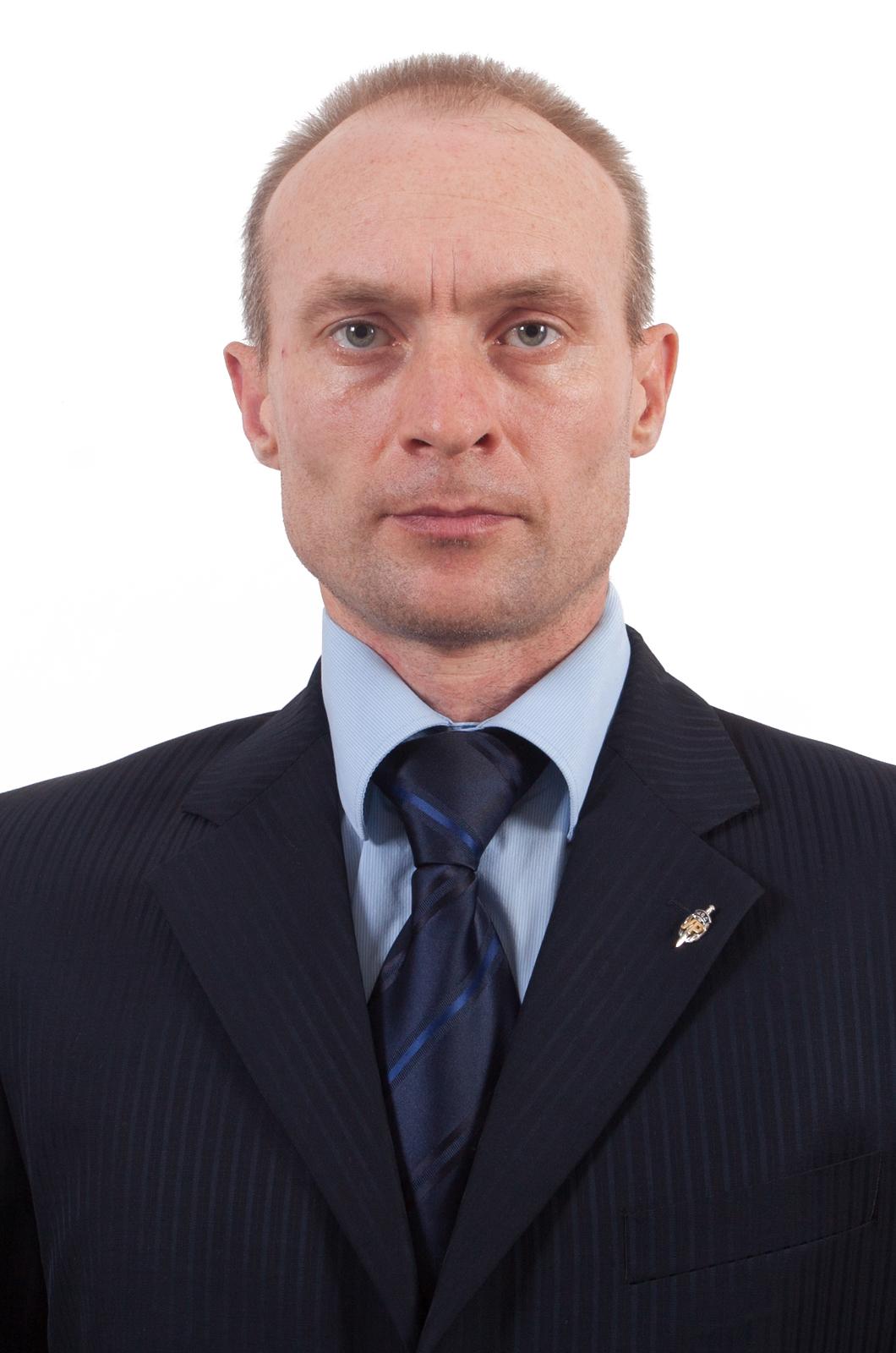 """Фрачный значок  """"Уголовный розыск МВД""""-вид на пиджаке"""