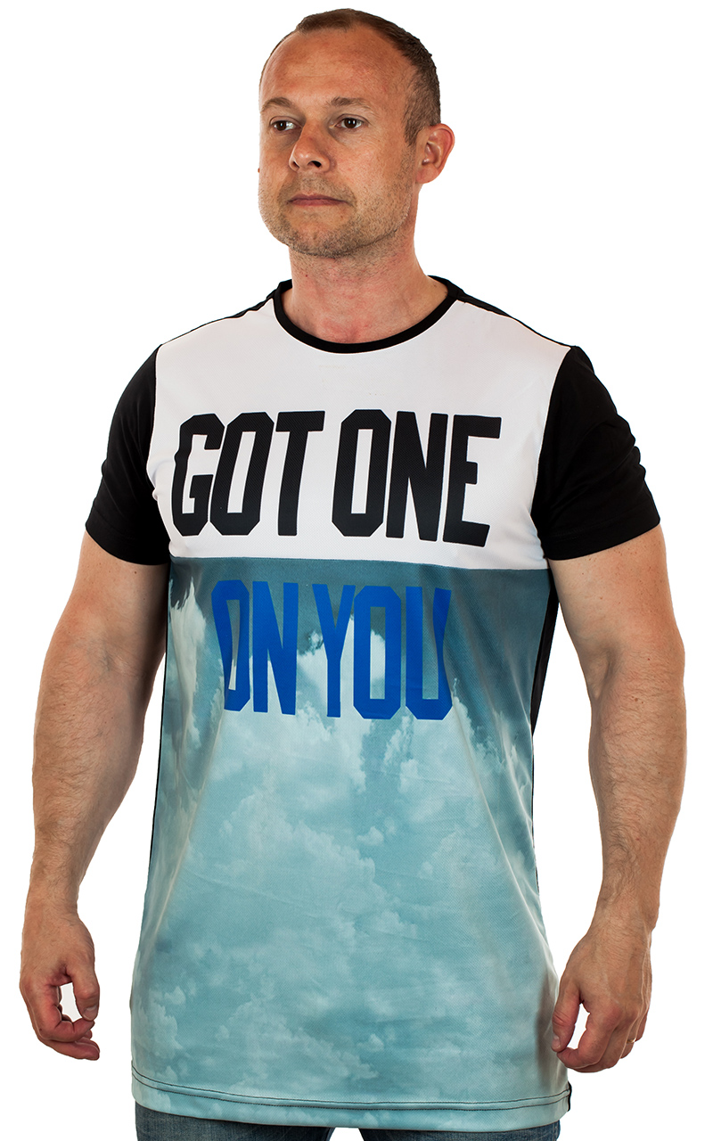 Классные мужские футболки по  цене от 399 рублей