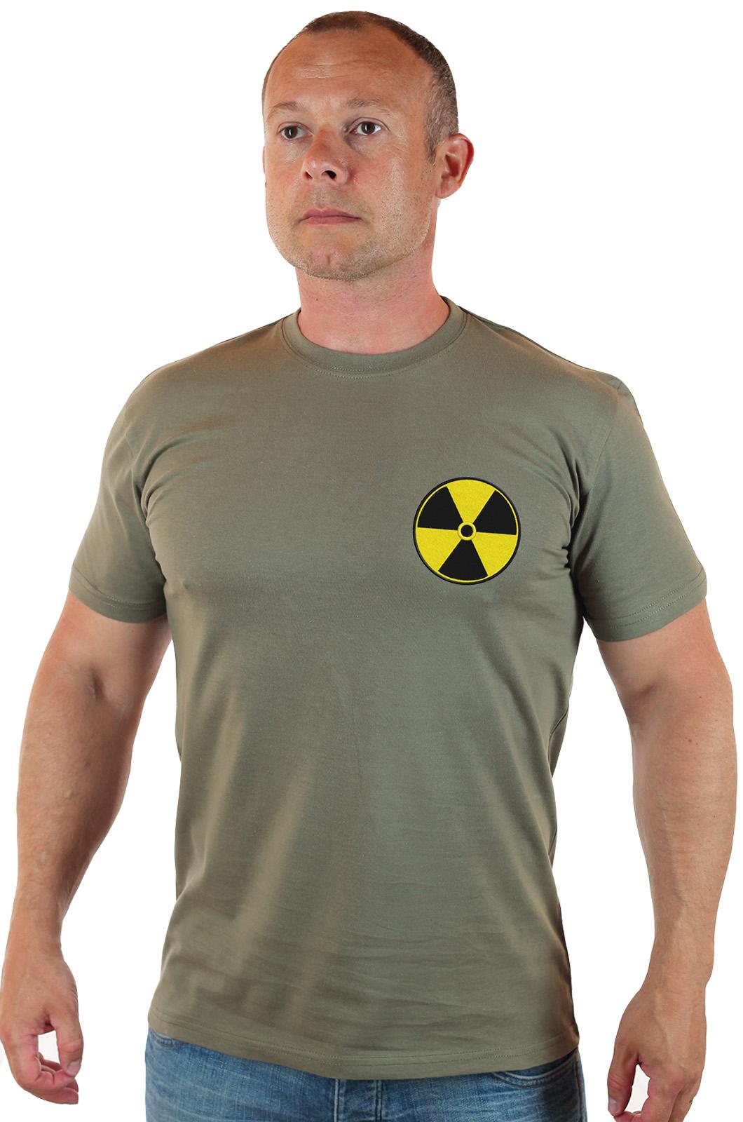 Мужская оливковая футболка с шевроном РАДИАЦИЯ