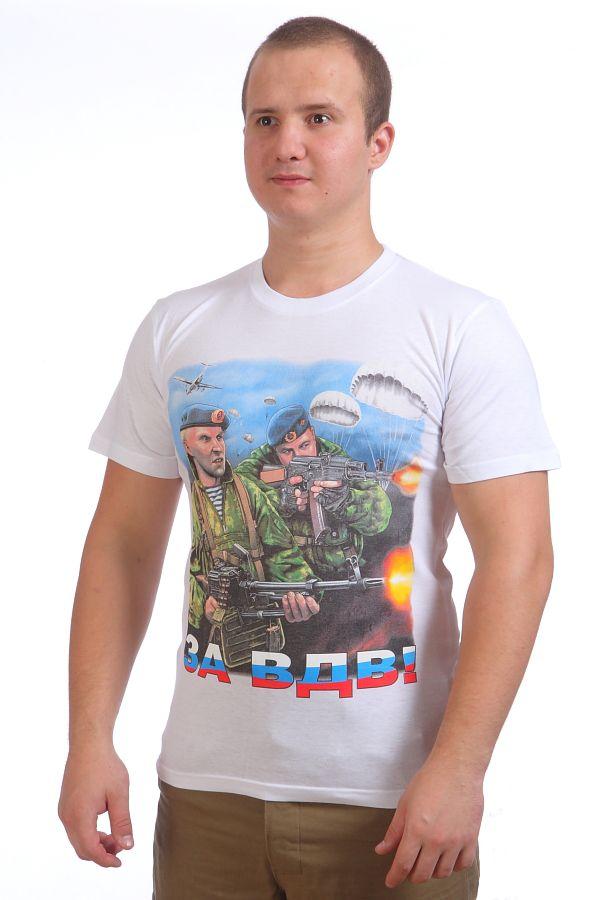 Белая футболка с изображением двух десантников в голубых беретах