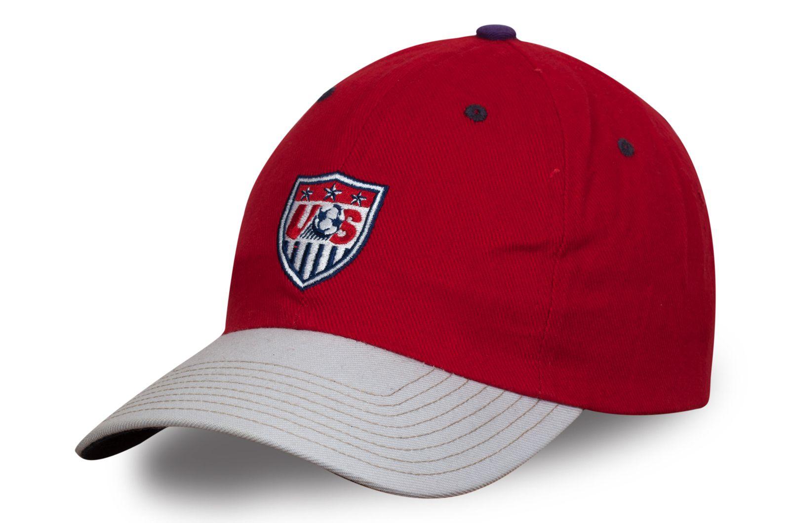 Футбольная бейсболка с логотипом