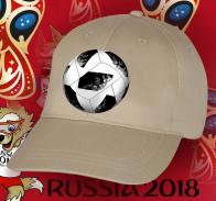 Футбольная кепка фаната с мячом.