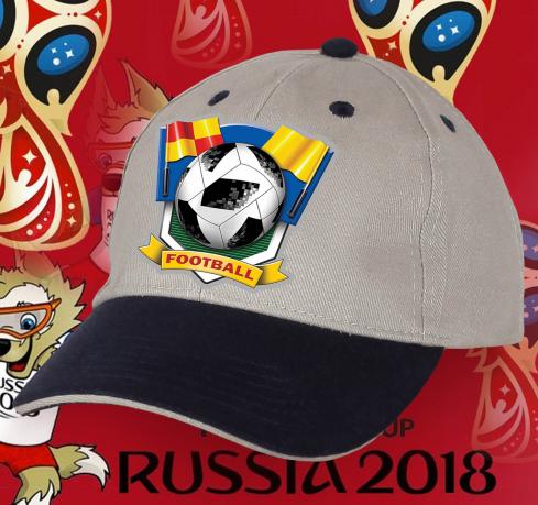 Футбольная кепка с надписью, флагами и мячом.