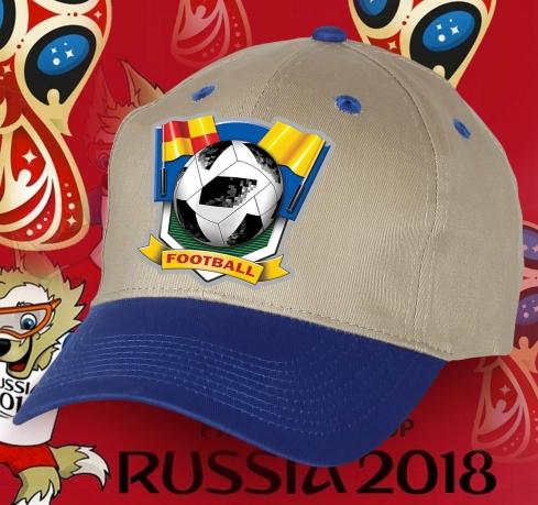 Футбольная кепка с надписью.