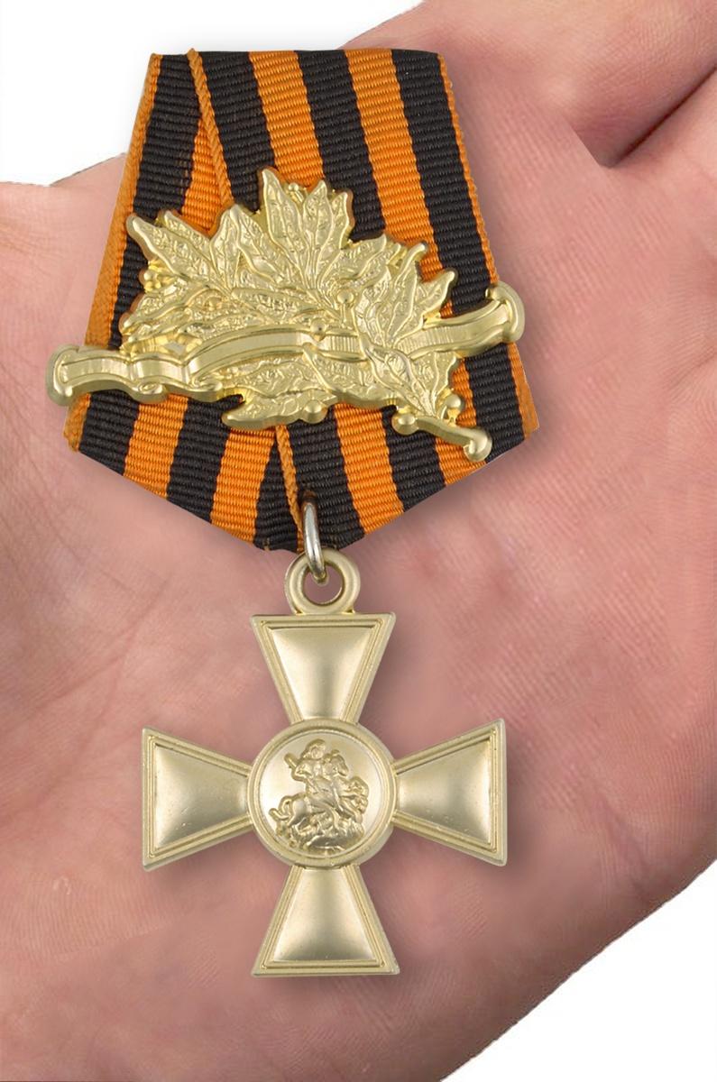 Георгиевский крест 1 степени (с лавровой ветвью) - вид на ладони