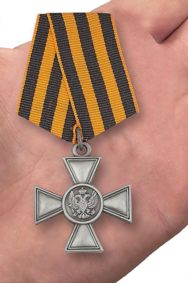 Георгиевский крест для иноверцев IV степени - вид на ладони