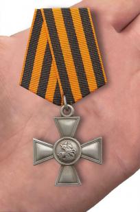 Георгиевский крест IV степени - вид на ладони