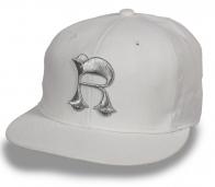 Годная белая кепка-рэперка