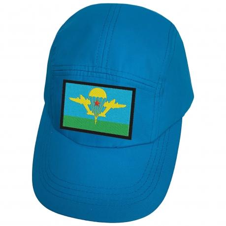 Голубая кепка с нашивкой эмблемы ВДВ СССР