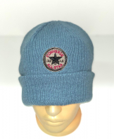 Голубая шапка с нашивкой
