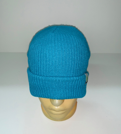Голубая теплая шапка
