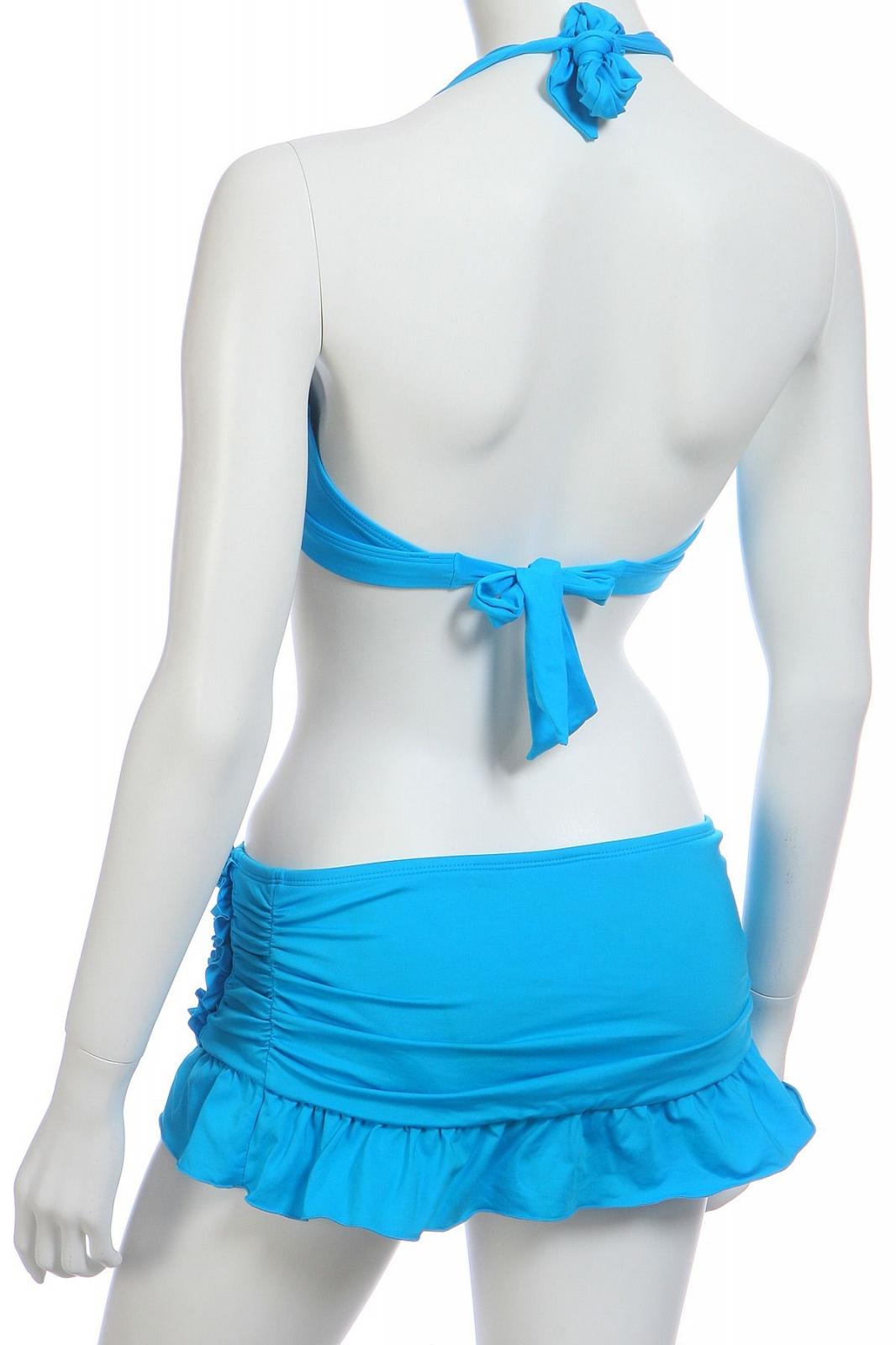 Голубой купальник с юбкой - вид сзади