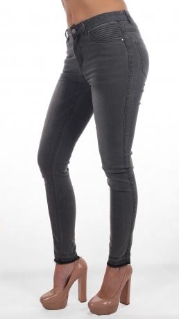 Градиентные женские джинсы с плавным переходом из коллекции Vila. Горячий и при этом удобный силуэт Slim fit. Прямые штанины без лишнего декора идеально сядут на любую фигуру
