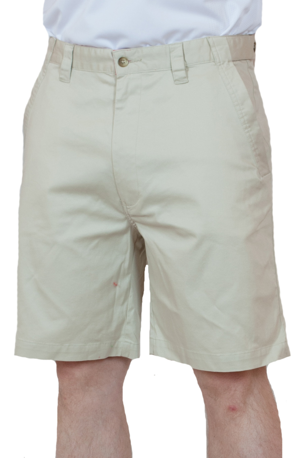 Стильные светлые мужские шорты - вид спереди