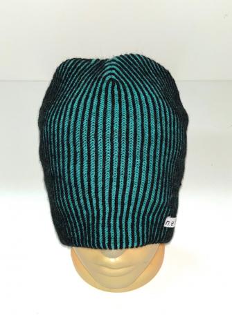 Изумрудная шапка с черными полосками