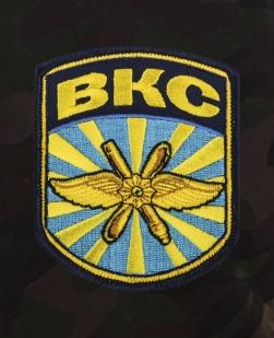Камуфлированные милитари-шорты с карманами и нашивкой ВКС