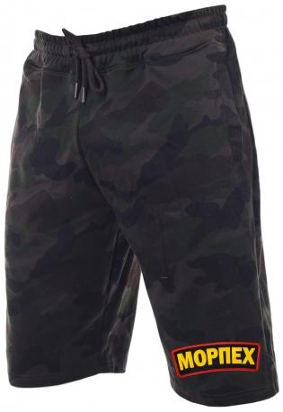Камуфлированные мужские шорты.