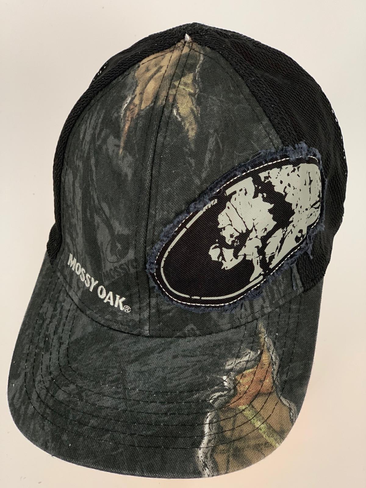 Камуфляжная бейсболка Mossy Oak с черным тылом и нашивкой
