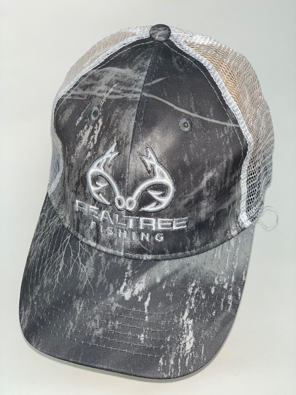 Камуфляжная бейсболка Realtree с белой сеткой