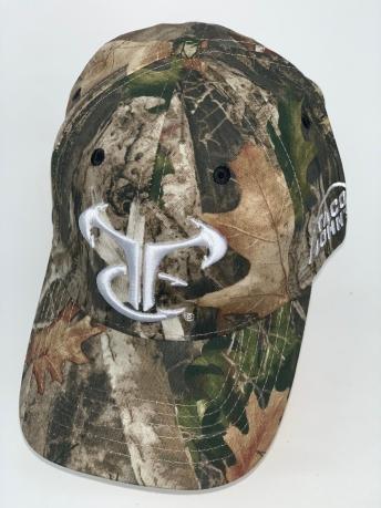 Камуфляжная бейсболка с брендовой вышивкой на тулье