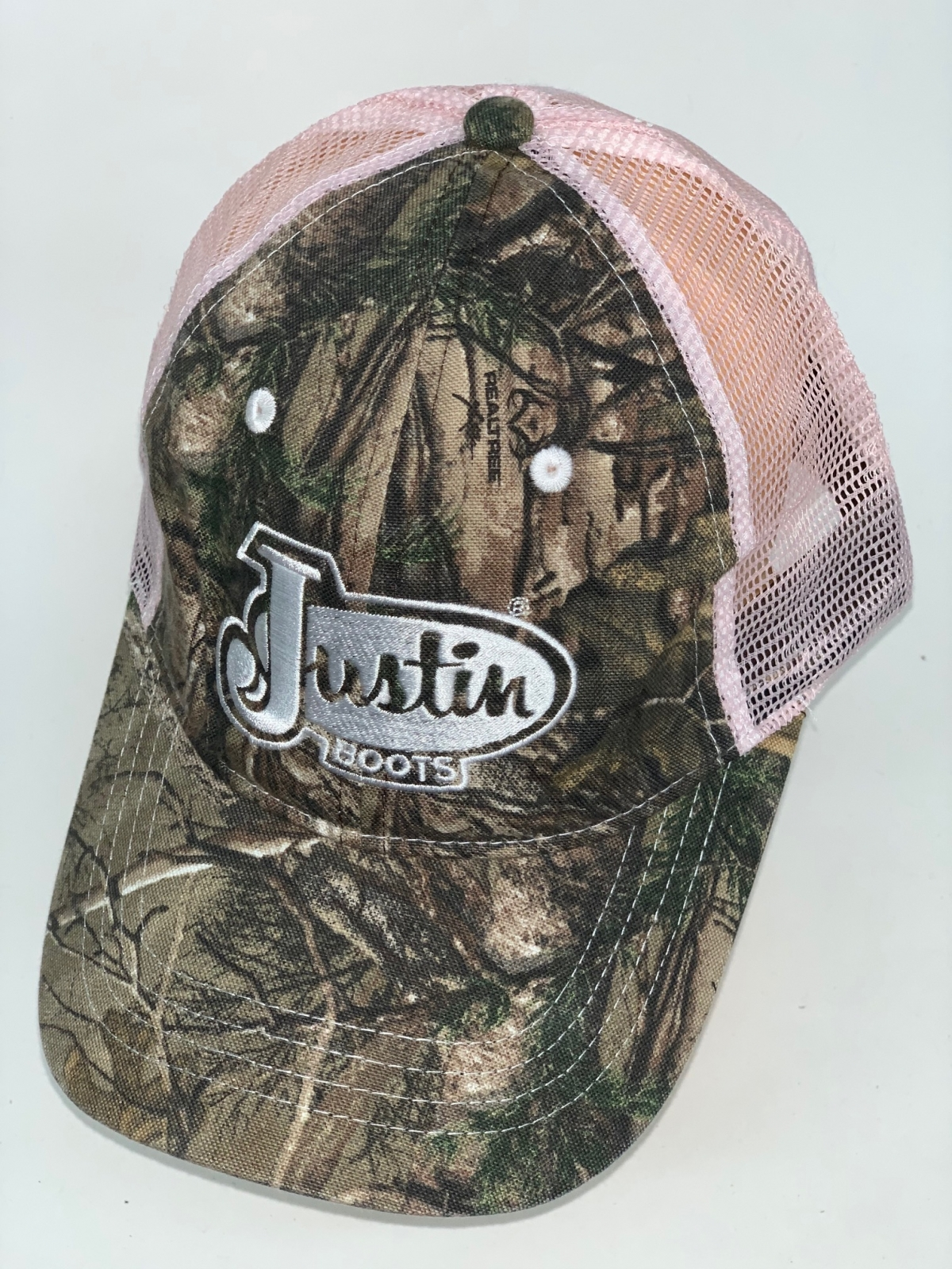 Камуфляжная бейсболка с розовой сеткой и вышивкой