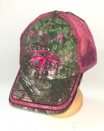 Камуфляжная бейсболка с розовой вышивкой и сеткой