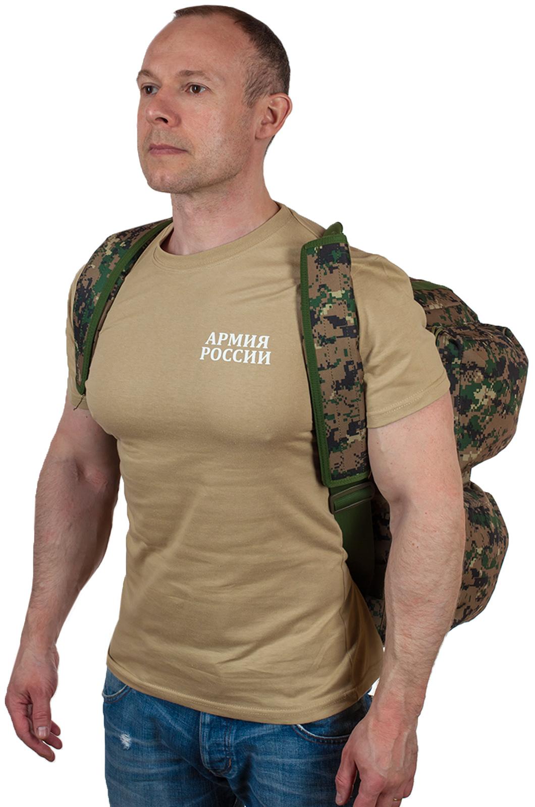 Камуфляжная дорожная сумка с нашивкой Ни пуха, Ни пера - заказать оптом